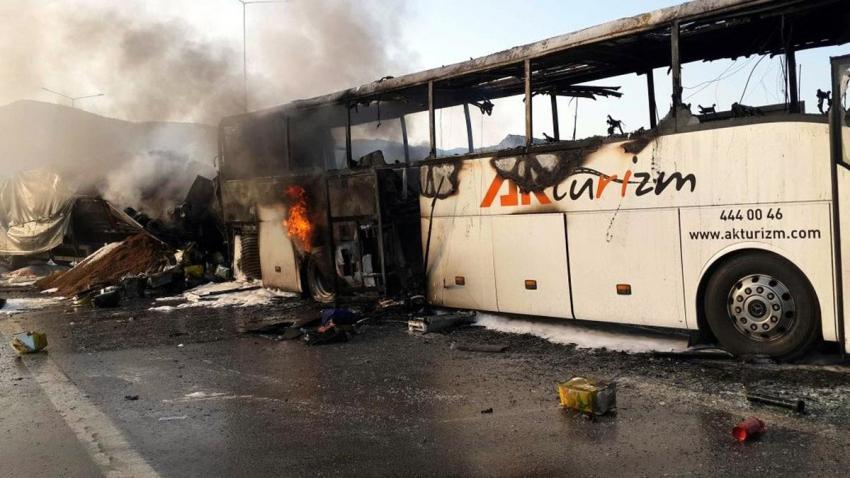 Bursa'da TIR yolcu otobüsüne çarptı ve...