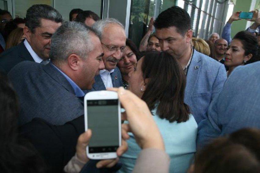 Kılıçdaroğlu'na İzmir'de coşkulu karşılama