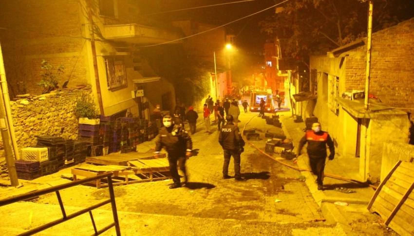 Öfkeli şahıs, sokaktaki tüm evleri ateşe verdi