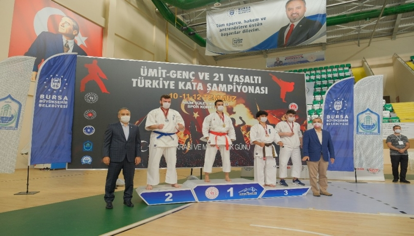 Başkan Aktaş'tan Türkiye şampiyonlarına madalya