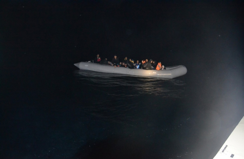 95 düzensiz göçmen Sahil Güvenlik uçağı sayesinde yakalandı