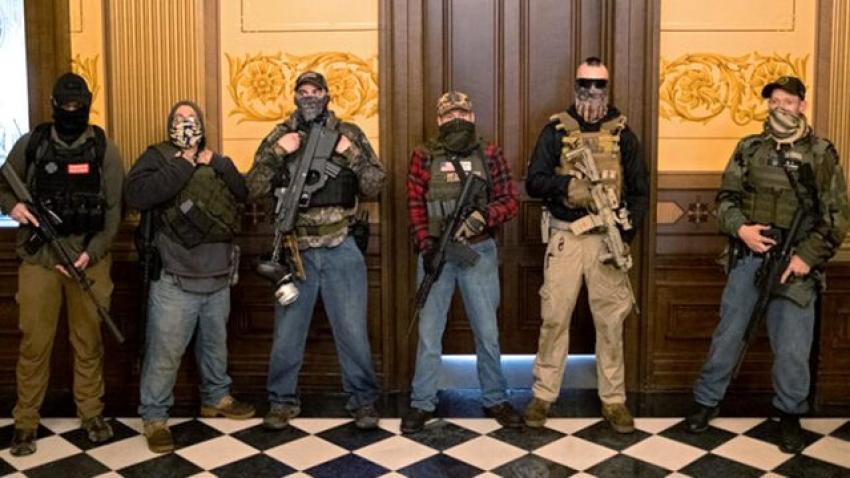 ABD'de otomatik silahlarla parlamentoyu bastılar