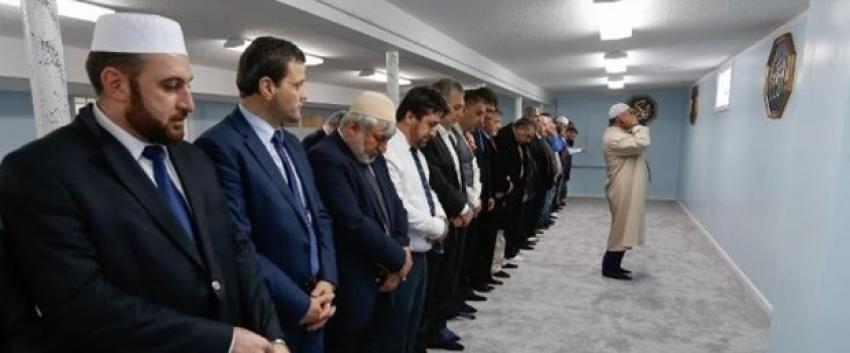 ABD'de Türk camisine taşlı saldırı