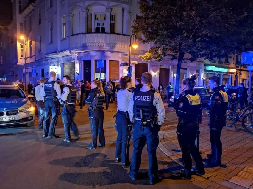 Terör örgütü yandaşları Türk kahvehanesine saldırdı