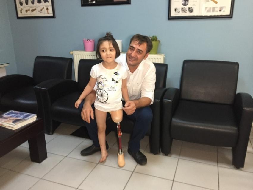 Minik Özge'nin protez bacak mutluluğu