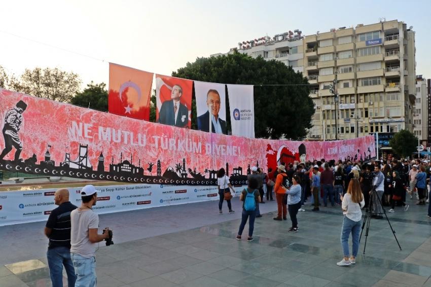 Atatürk'ün ölümünün 81. yıl dönümünde 81 metrekarelik dev ebru