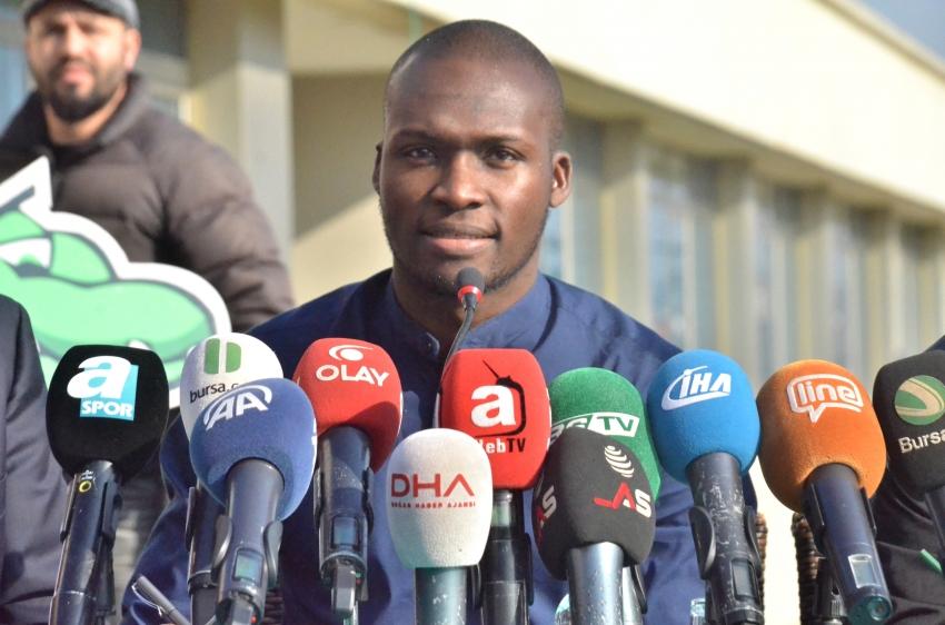Moussa Sow imzaladı