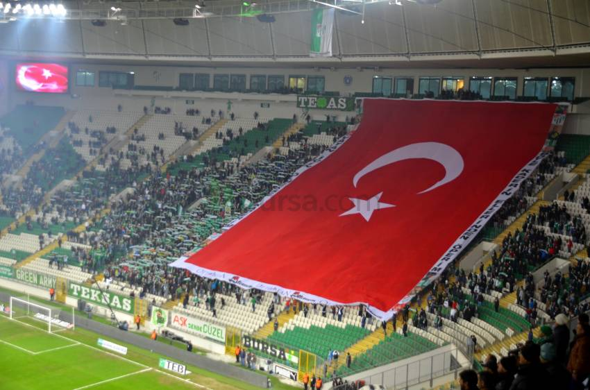 Timsah Arena'da dev Türk Bayrağı