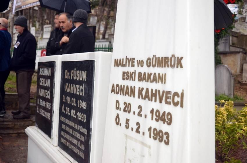 Adnan Kahveci kabri başında anıldı