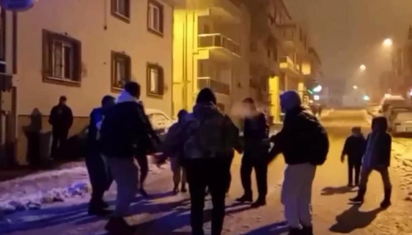 Bursa'da kar yağışı virüsü unutturdu
