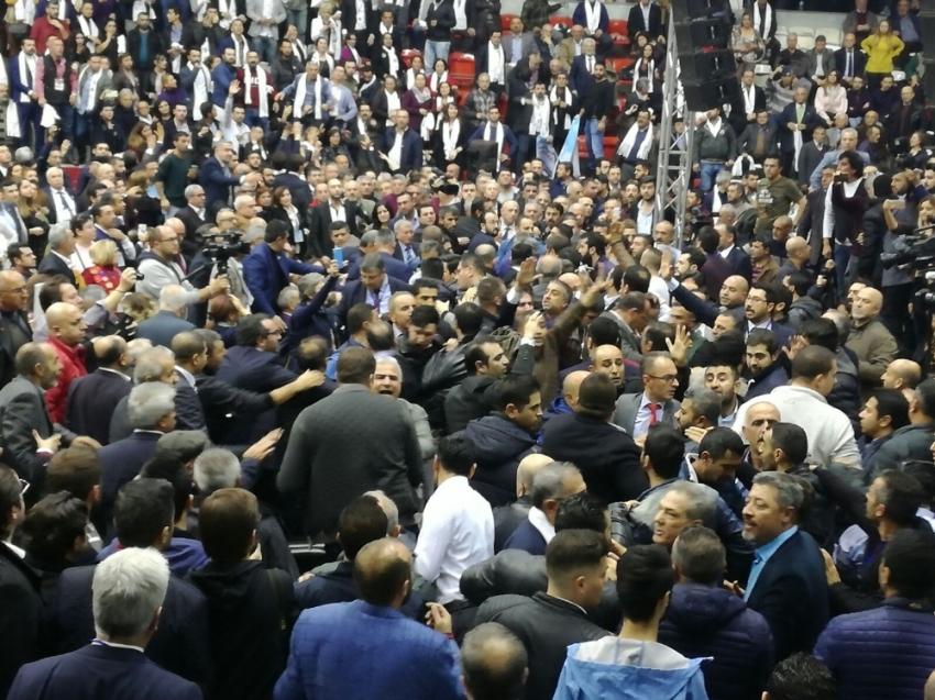 CHP İzmir İl Kongresinde kavga