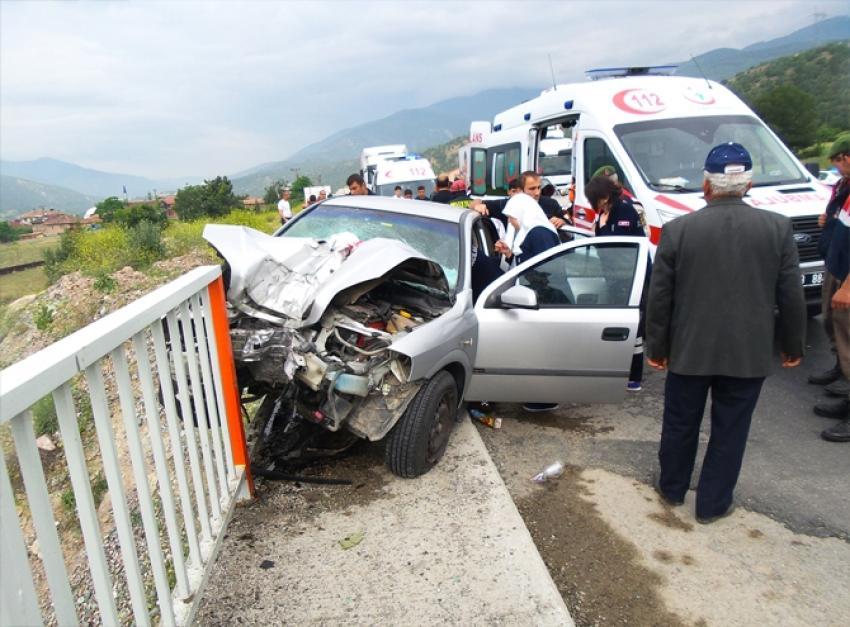 Trafik kazası 1 kişi öldü, 3 kişi yaralandı