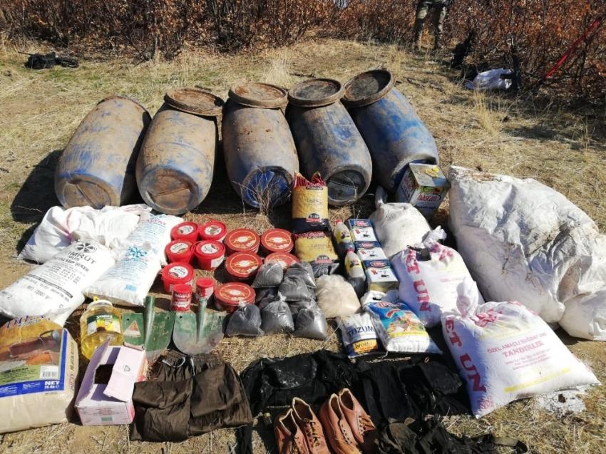 Bitlis'te PKK'ya ait patlayıcı ve gıda malzemesi ele geçirildi