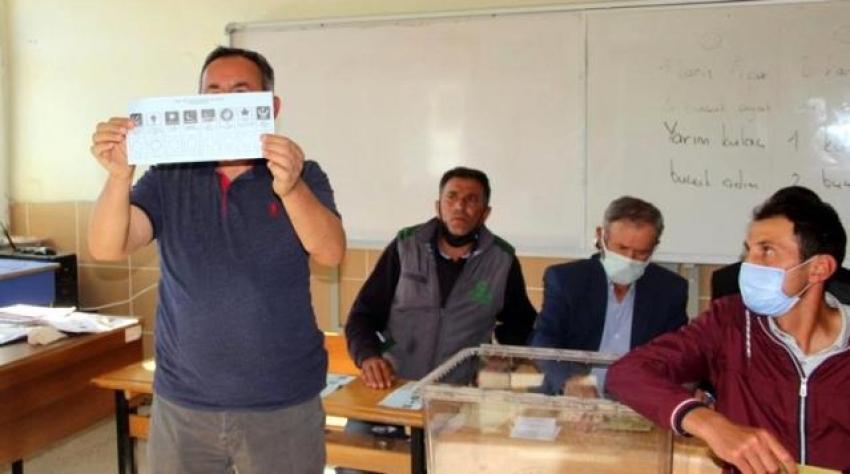 Afyonkarahisar'ın Güney beldesinde yapılan seçimin sonuçları herkesi şaşırttı