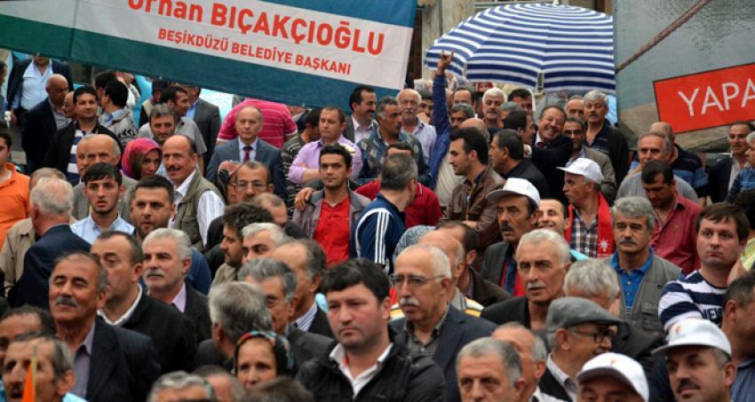 AK Parti mitinginde 'bozkurt işareti' gerginliği