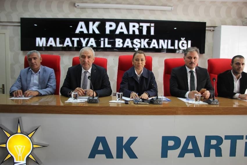 AK Parti'den Bahçeli'ye övgü: Bazı genel başkanlar gibi kıvırmaz
