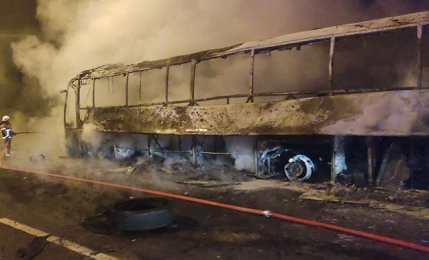 Bursa'da yolcu otobüsü alev alev yandı