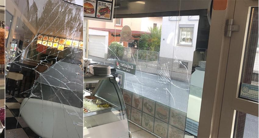 Türk lokantasına saldırdı