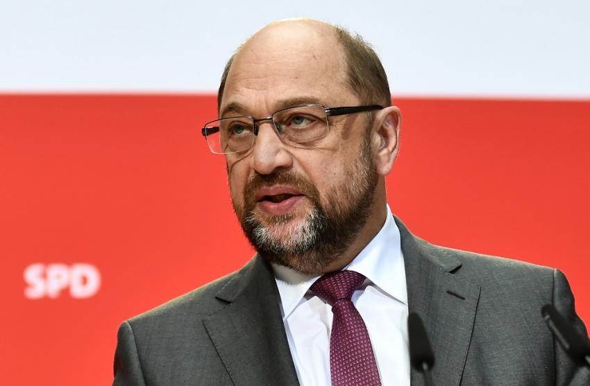 Almanya'da şok istifa