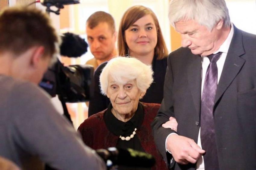 102 yaşında mezun oldu