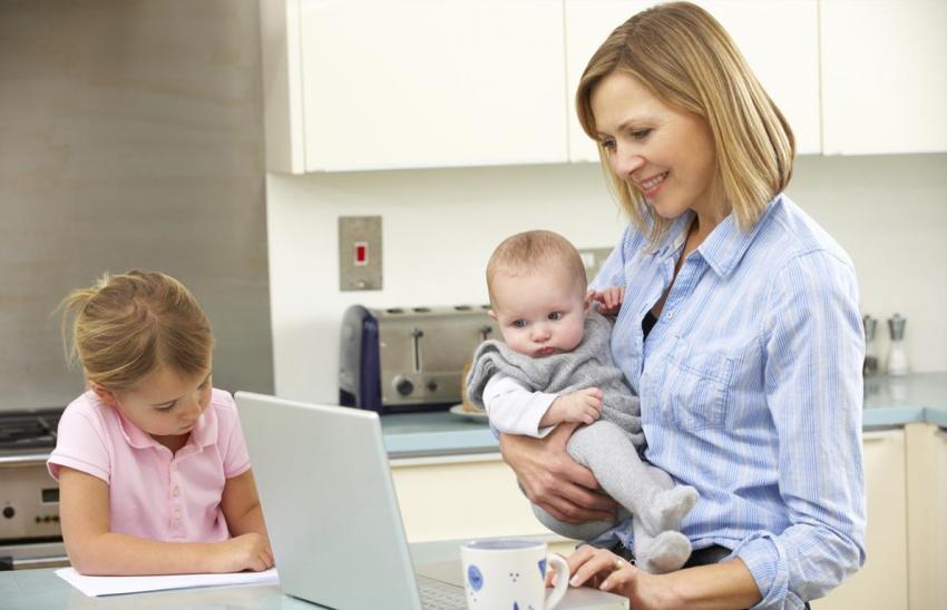 Çalışan anneye bin lira