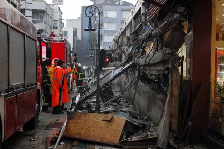 Antalya'da 20 metrelik balkon duvarı çöktü