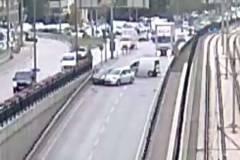Araçlar birbirine girdi: Kazaya yol açan sürücü böyle kaçtı !