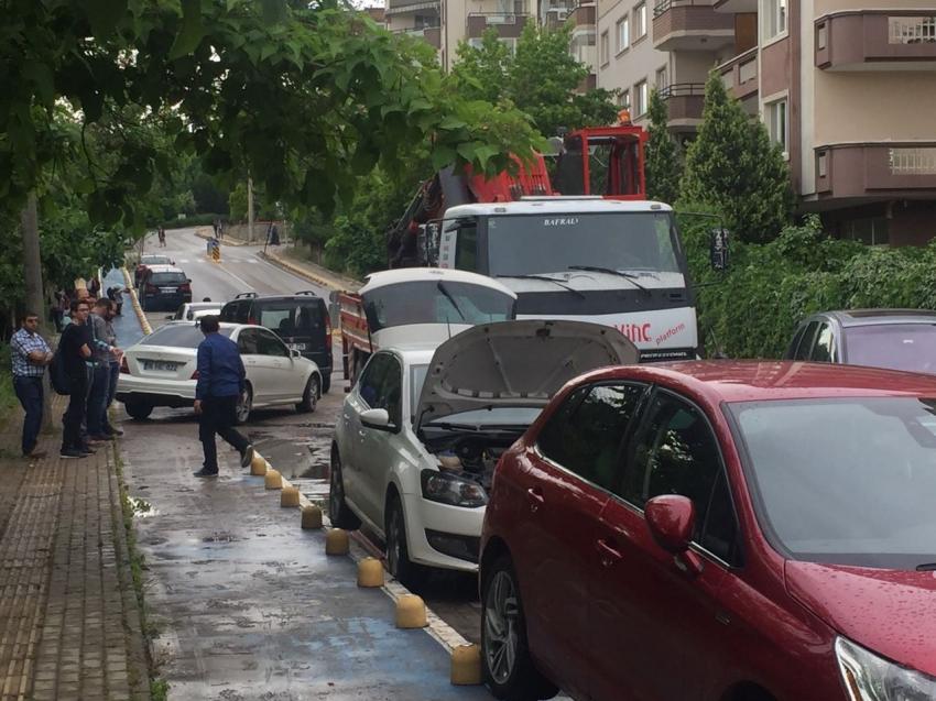 Bursa'da otomobiller sele kapıldı!