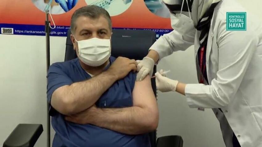 Bakan Koca koronavirüs aşısı oldu