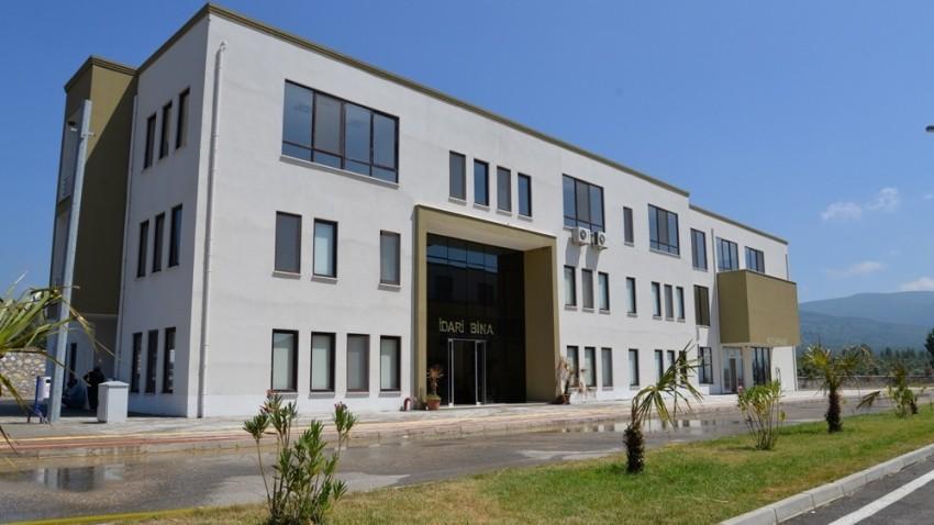 Göl manzaralı üniversite