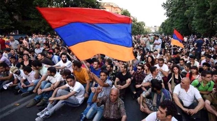 Ermenistan erkeklerin ülkeden ayrılmalarına kısıtlama getirdi