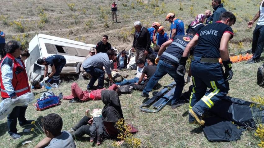 Katliam gibi kazada:15 ölü, 49 yaralı