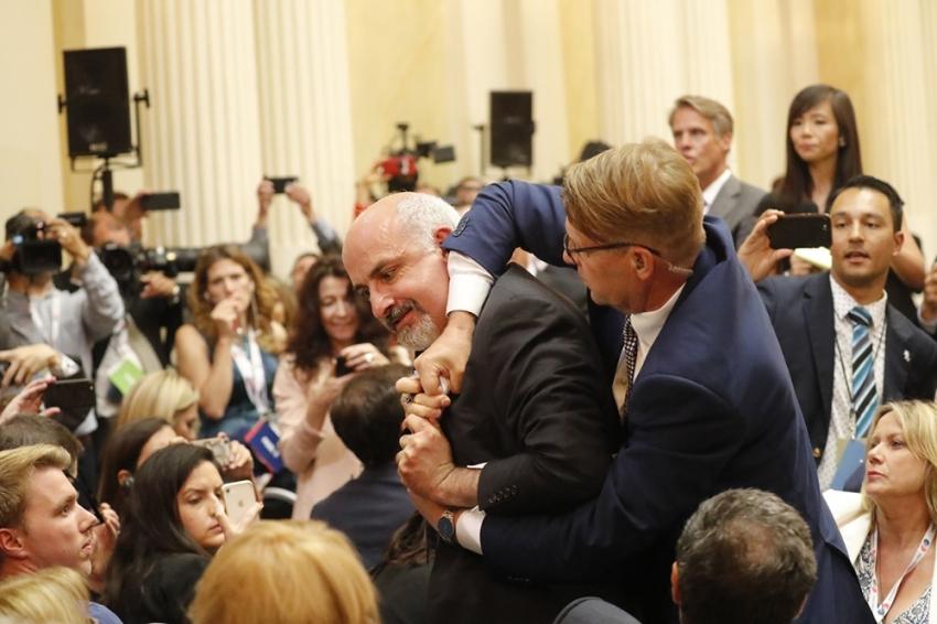 Trump-Putin toplantısında döviz açan gazeteci salondan çıkarıldı