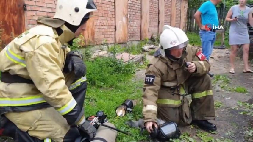 Yangından kurtardıkları kediyi hayata döndürdü