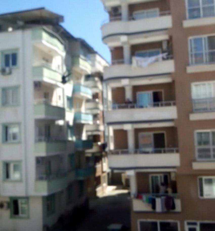 26 yaşındaki kadın 5. kattan ölüme atladı