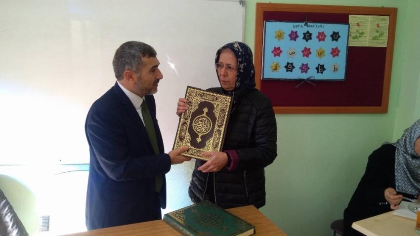 66 yaşında Kur'an okumayı 1 haftada öğrendi