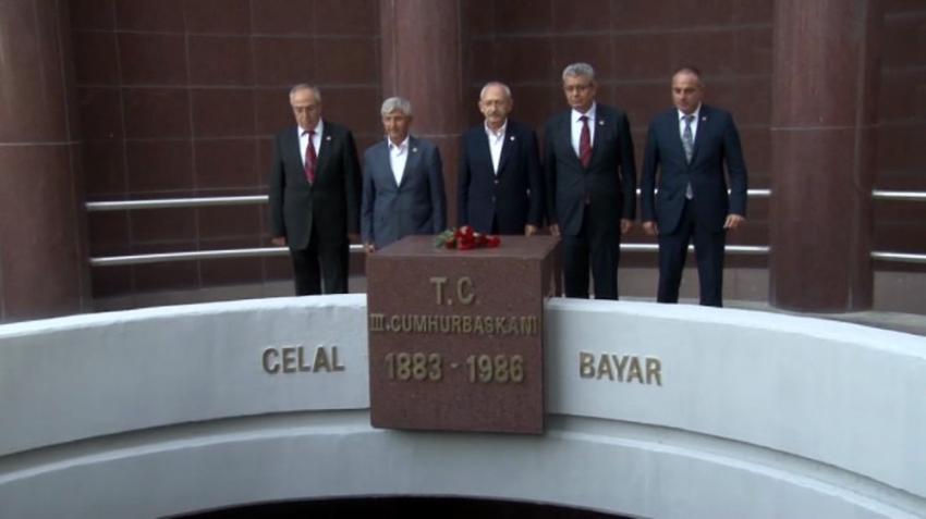 Kılıçdaroğlu Celal Bayar'ın kabrini ziyaret etti