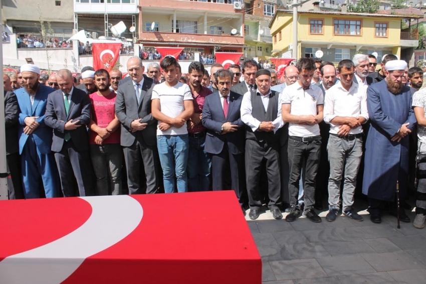Diyarbakır şehitleri 'kahrolsun PKK' sloganları ile son yolculuklarına uğurlandı