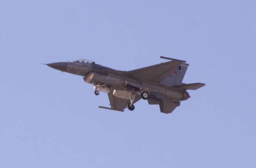Ege ve Akdeniz'de Türk jetlerine taciz!