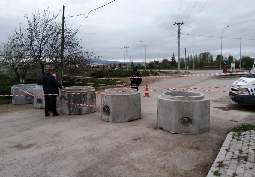 Kaçak girişleri önlemek için mahalle girişi kapatıldı