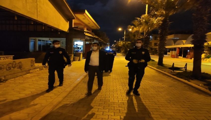 Samandağ'da polis ve zabıta ekipleri gece denetimi yaptı