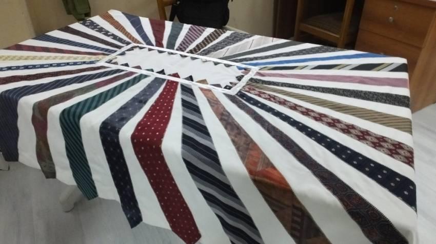 Kullanılmayan kravatlar masa örtüsü oldu
