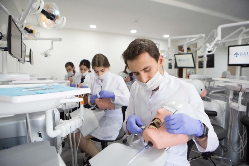 21. yüzyılın mesleklerinden biri diş hekimliği