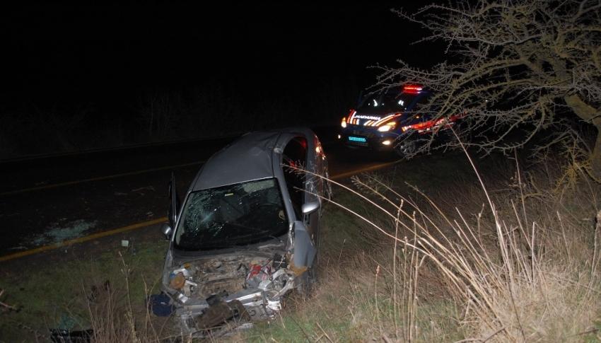 Kazada hurdaya dönen aracın başında kimse olmayınca jandarma çevrede arama yaptı