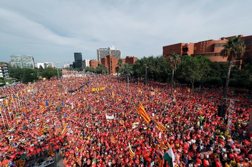 1 milyon Katalan sokaklarda