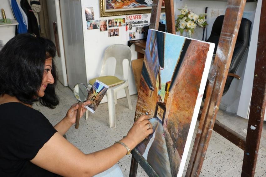 Kadın ressamdan spatula devrimi
