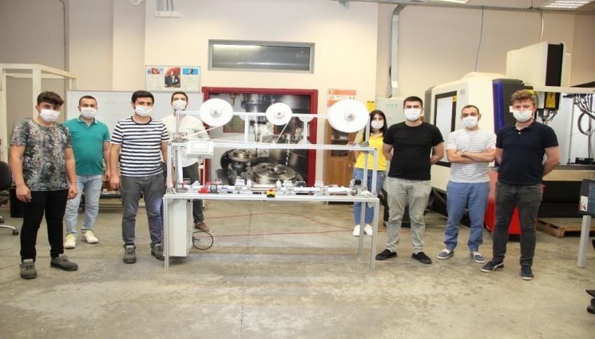 Maske üretim makinesi yaptılar, saatte 400 maske üretiyor
