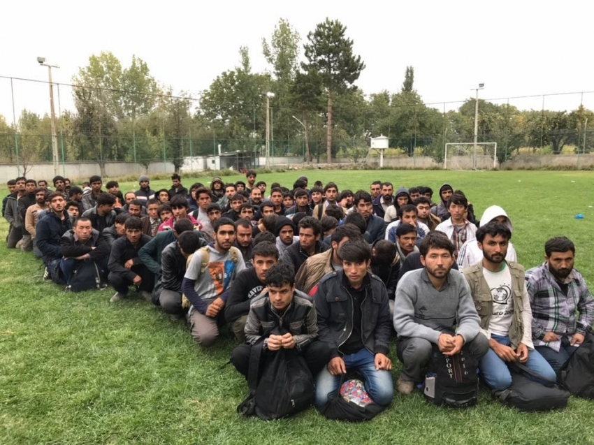 Otobüsten 206 kaçak göçmen çıktı