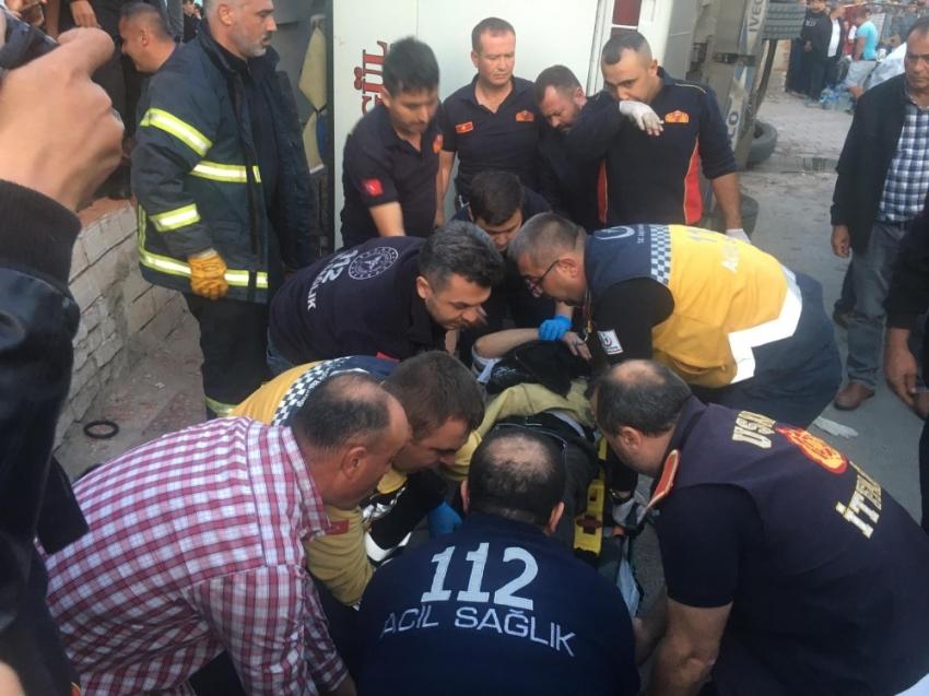 Uşak'ta işçileri taşıyan servis aracı devrildi: 1 ölü, 14 yaralı