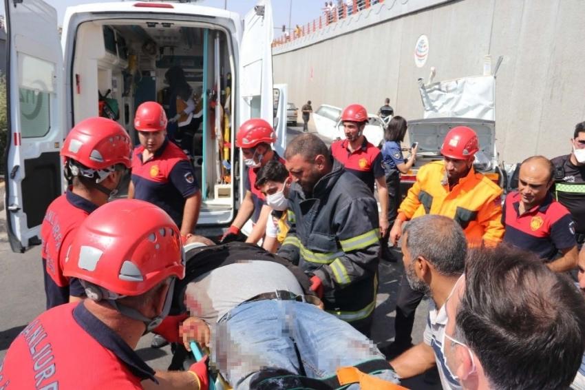 Bursa plakalı araç feci kazaya karıştı: 2 ölü